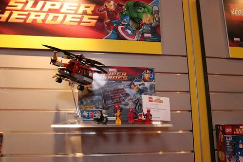 Toy Fair 2012 Lego Marvel Super Heroes 6866 Wolverines Chopper