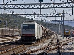 E483 026 - MRI in transito a Monfalcone - 03 marzo 2012 (mikelets84) Tags: merci stazione treno monfalcone 026 traxx sistemi territoriali tramogge e483