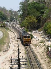 Thailand - Khun Tan - The push loc (railasia) Tags: station thailand depart 2008 infra srt metergauge khuntan dloco changwatlamphun