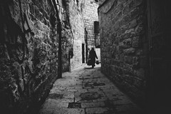 alley (reinetor) Tags: old city people israel jerusalem 24mm 14l  ef24  ef24f14