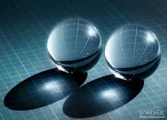 Geometra (Oscar.vng) Tags: blue light reflection rayas lines azul canon crystal geometry cyan balls que bolas reflejo cristal circulo bellas cercle lineas brillo geometria cuadrado crystalballs tamron90mm28 60d bolasdecristal oscarvng osanchezphoto