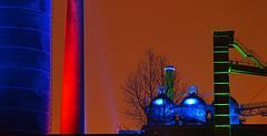VHS Fotoworkshop Nachtfotografie - Landschaftspark Duisburg-Nord (Niederrhein Foto) Tags: licht landschaftspark duisburg landschaft ruhr ruhrgebiet bunt vhs metropole kurse worksho fotoschule schulung lichtkunst fotokurs fotoworkshop