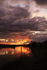 atardecer (Germán Ayuso) Tags: sunset sun sol lago atardecer puesta garoña
