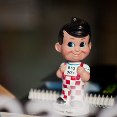 Big Boy in the Window (craigonian) Tags: boy smiling statue big head antique figure bobblehead figurine bigboy bobble