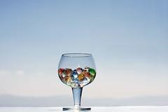 . (Color-de-la-vida) Tags: blue glass colors cielo vaso espacio colordelavida zumodecolores