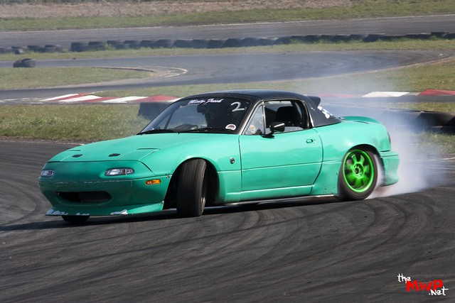 Mint drifting  his Mazda MX5
