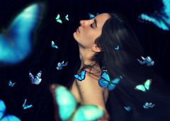 Ten million butterflies [ EXPLORE ] (Gemma Bou) Tags: blue light portrait selfportrait verde green me girl azul hair myself nikon chica expo retrato yo negro butterflies yomisma gemma colores movimiento explore amarillo ten justme million favoritas feeling favs pelo feelings bou colorido cmara capas d3000 nikond3000 gemmabou tenmillionbutterflies