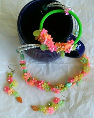 Peach Flowers (klio1961) Tags: beautiful spring oneofakind jewelry m polymerclay pastels translucent bracelets earrings colgantes madebyme authentic shimmering necklaces handtinted bangles pardo cernit joyas pulseras cutters premo kolie sorbetcolors translucentclay xantres skoularikia kosmimata braxiolia xeiropoiito vraxiolia