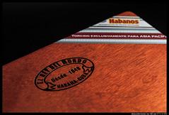IMG_2955 (aizuddindanian) Tags: aniversario macro cuba cigar 100mm cuban pacifica tobacco lightbox 2012 aizuddin erdm strobist elreydelmundo danian canon5dmarkii mycigarblog