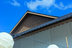 Gable (LarryJay99 ) Tags: blue sky lines museum clouds outside japanese pattern florida angles bluesky bamboo lanterns morikami gable delraybeach morikamijapanesegardens canonefs18135mmf3556is ilobsterit morikamijapanesemuseum