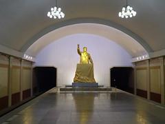 Kim Il-Sung Statue in Metro Station (Daniel Brennwald) Tags: statue metro northkorea pyongyang dprk kimilsung nordkorea pjngjang