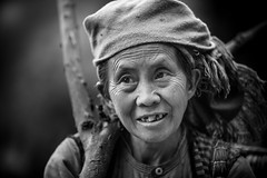 Vietnam: femme Hmong blanc. (claude gourlay) Tags: portrait people blackandwhite bw face asia retrato nb vietnam asie ethnic ritratti indochine tonkin hagiang ethnie minorit claudegourlay movac hmongblanc