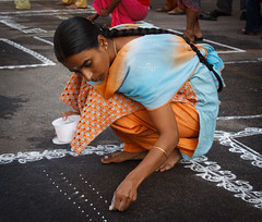 Making dots-Edit.jpg (melissaenderle) Tags: mylapore tamilnadu kolam asia festival