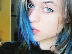 Self (Isadora Tavares) Tags: blue selfportrait cute beautiful azul self canon eyes br personal blueeyes powershot olho prettyeyes bluehair cabelo cabeloazul sx130 cabelocolorido sx130is canonpowershotsx130is