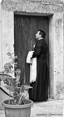 Mi aprite (Gaetano Camiciotto) Tags: street blackandwhite outdoor calabria biancoenero canonitalia canoneos7dmarkii fotoamatorigioiesi