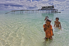 Splashing Fun_Sibuan island (Semborna, Malaysia) (spintheday) Tags: sea cloud house kids children fun island boat clear malaysia splash fishingvillage canonefs1022mmf3545usm badjao bajau seaborne canoneos7d badjaw sibuanisland semborna