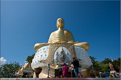 Worship (Ursula in Aus (Away)) Tags: blue sky people sculpture thailand temple gold worship image buddha buddhist buddhism wat offerings   prachuapkhirikhan bangsaphan thongchai  earthasia  totallythailand   khaothongchai watthangsai