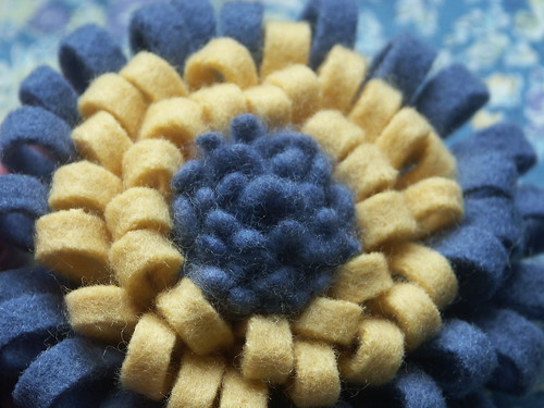 Felt chrysanthemum