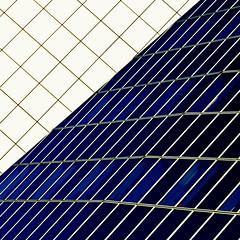 Le baiser / The kiss (fidgi) Tags: blue white abstract architecture canon square geometry bleu blanc géométrie carré boulognebillancourt abstrait canoneos7d