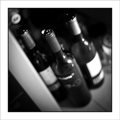 Rutinas de una Incapacidad (Jose Luis Durante Molina) Tags: bottle wine personal rutina diario botella vino ensayo bebida alcoholismo beber animo sentimiento carcel intimo sensacion desanimo joseluisdurante