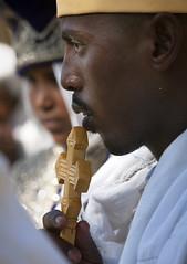 Priest kissing a cross - Zway Ethiopia (Eric Lafforgue) Tags: africa ethiopia tribo äthiopien etiopia ethiopie etiopía 7101 エチオピア etiopija ethiopië 埃塞俄比亚 etiopien etiópia 埃塞俄比亞 etiyopya אתיופיה эфиопия 에티오피아 zway αιθιοπία 이디오피아 種族 етиопија 衣索匹亚 衣索匹亞