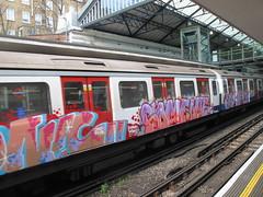 District Line graffiti (duncan) Tags: london graffiti londonunderground earlscourt districtline 2012 windowdown