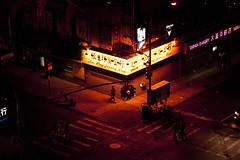 181D (Davide Filippini ダビデ・フィリッピーニ) Tags: nyc newyorkcity usa ny newyork night america noche chinatown unitedstates nacht unitedstatesofamerica nuit nocturne notte チャイナタウン アメリカ ニューヨーク 夜 statiuniti 米国 夜の写真 chinatownnewyork statiunitidamerica davidefilippini アメリカ合衆国 ニューヨークシティ ニューヨーク市 nikond5000 nikkorafs50mmf18g ダヴィデ・フィリッピーニ ダビデ・フィリッピーニ
