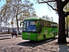 Green MAN (leszee) Tags: from uk man france bus green coach lions coaches greenman cityoflondon victoriaembankment voyages 18400 manlionscoach man18400 verdi verdivoyages