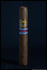 IMG_2968 (aizuddindanian) Tags: aniversario macro cuba cigar 100mm cuban pacifica tobacco lightbox 2012 aizuddin erdm strobist elreydelmundo danian canon5dmarkii mycigarblog