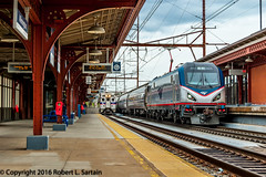 Amtrak 651 on 186, SEPTA 381 on 9242, Wilmington 2016-05-10 (redheadedrobbie1) Tags: railroad electric siemens amtrak locomotive passenger septa railfan nec northeastcorridor silverliner southeasternpennsylvaniatransportationauthority silverlineriv acs64 citiessprinter