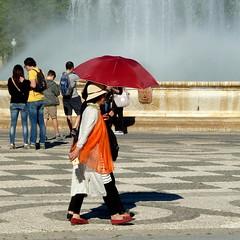 Sevilla 2 (krinkel) Tags: umbrella sevilla spain tourists parasol sonne spanien touristen schirm sonnenschirm
