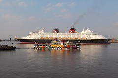Disney Magic (das boot 160) Tags: cruise sea port liverpool docks river boats boat dock ship ships disney birkenhead maritime mersey docking disneymagic cruiseliner rivermersey clt merseyshipping liverpoolclt