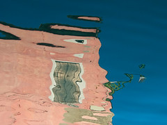 Burano abstrait (Corinne Queme) Tags: pink venice abstract reflection window water face rose wall canal eau reflet mur fentre burano lampadaire distorsion abstrait dformation