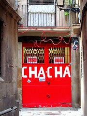 Herman Brood was here (?) / Barcelona (rob4xs) Tags: barcelona door red favorite spain puerta catalunya chacha rood spanje deur hermanbrood cataloni thechachoriginalshop designsouvenirs