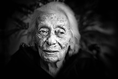 lensbaby portrait - my great-aunt (TheOtherPerspective78) Tags: vienna wien old portrait people woman senior lensbaby person alt candid aunt elderly age frau retired 93 relative heim greataunt mensch pensioner verwandte pensionist verwandt grostante lensbabycomposer theotherperspective78