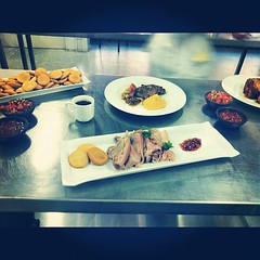 Cocina chilena 2 (juanpabloseba) Tags: chile square de y chef squareformat verano gastronomia papa walden pure culinary picante pernil chilena pebre sopaipilla invirno iphoneography instagramapp uploaded:by=instagram