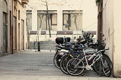 Amalgama (SantiMB.Photos) Tags: barcelona espaa geotagged bicycles kdd tamron motorbikes 18200 esp motos cataluna enfoca 669creamyblownhighlights geo:lat=4140110503 geo:lon=216078222 bococletas