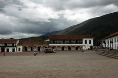 La Plaza Mayor, Villa de Leyva (Eric Dupuis) Tags: canada mountains clouds buildings photography photo eric colombia artist foto photographer photographie place cloudy quebec montreal nubes villa nublado fotografia nuages leyva montaas artista fotografo montagnes sudamerica artiste photographe villadeleyva dupuis colombie nuageux haciendas ericdupuis laplazamayor btisses thebestofday gnneniyisi ricdupuis
