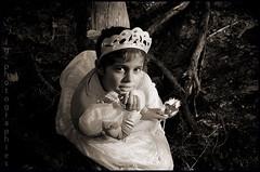 lou (lg-photographies) Tags: portrait blackandwhite child noiretblanc enfant fille princesse noirblanc lumirenaturelle