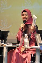 Oki Setiana Dewi (2121studio) Tags: muslimah jawa anggun kelantan tudung cantik solehah kotabaharu gadis kerudung islamicattire busanamuslimah muslimahfashion aminidris okisetianadewi bicaraselebriti kaptenhafizfirdausabdullah visitkelantan2012 mencaripelangi bukucahayadiatascahaya fesyenwanitaislam