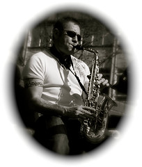 Looking up to Vinnie (The Shiba) Tags: plymouth devon busker sax alto busking weymouth saxophone vinnie busk altosaxophone eflat