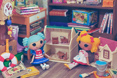 Lalaloopsy playing with dollhouse (Cyristine) Tags: girls cute toys miniatures small adorable tiny kawaii rement dollhouse lalaloopsy