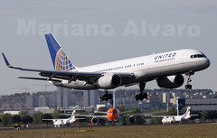 Boeing 757.224 1.5.2012 (Mariano Alvaro) Tags: madrid day open united boeing aire 757 avion barajas