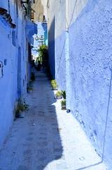 Chefchaouen (# Bernard- G #) Tags: village maroc marocco couleur chefchouen ruelles bluetown couleurbleu architecturetraditionnelle lavillebleue nuancesdebleu maisonspeintes marocdunord