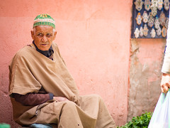 Mint man (TeunJanssen) Tags: mint olympus morocco marrakech souk medina marrakesh seller omd 75mm omdem10