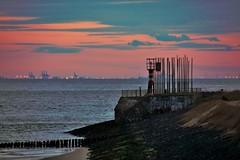 windorgel bij ondergaande zon (Omroep Zeeland) Tags: strand boulevard natuur zeeland zee zon vlissingen walcheren ondergaande windorgel