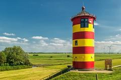 der Leuchtturm Pilsum (Ossiland) Tags: leuchtturm pilsum ostfriesland krummhrn sommer wkas weiden wolken himmel