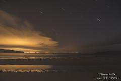 Luz y Oscuridad (Noemi Ce Re) Tags: city longexposure sky beach stars ciudad playa galicia cielo estrellas contaminacion largaexposicion nocyurna