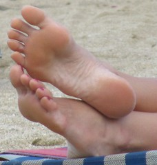 IMG_5143 (newluckyfeet46new) Tags: feet toes soles sexytoes sexyfeet femalefeet sexysoles femaletoes femalesoles candidbeachfeet