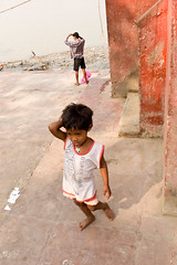 ind-3446.jpg (Ed Peters 286) Tags: india kolkata calcutta ghat youngchild hooghlyriver